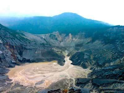 gambar gunung tangkuban perahu asal usul misteri