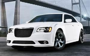 Chrysler 300 Srt8 : 2012 chrysler 300 srt8 first look motor trend ~ Medecine-chirurgie-esthetiques.com Avis de Voitures