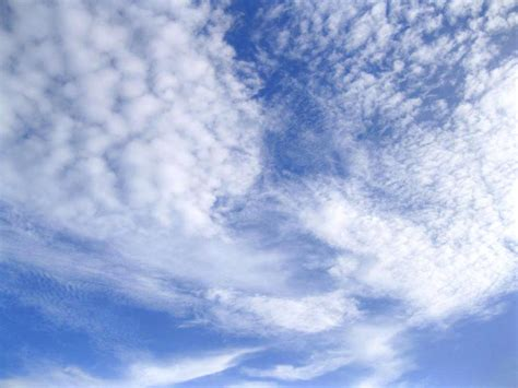 thomblog wallpaper langit biru berawan