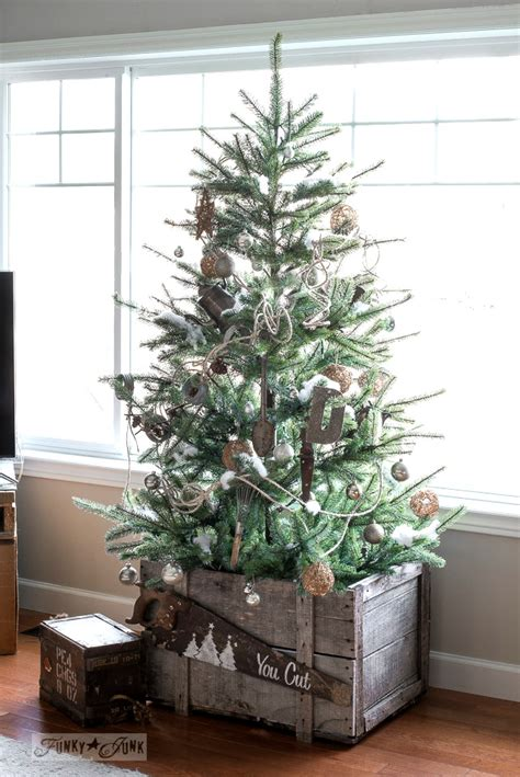 Weihnachten Bei Ikea by Rustic Tree In A Crate With Living Room Tour