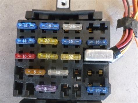 Camaro Fuse Box by 1995 Chevy Camaro Fuse Block Box Hermes Auto Parts