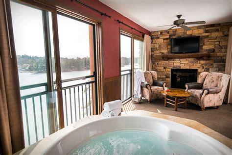 bedroom lake condo wilderness   lake wisconsin dells