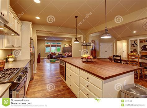 Classic Kitchen With Hardwood Floor And An Island. Stock