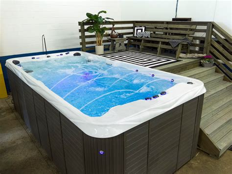 Hot Tub With Tv And Bar
