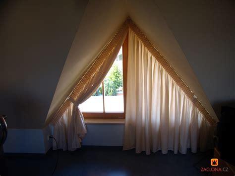 Dreieckfensterdekoration