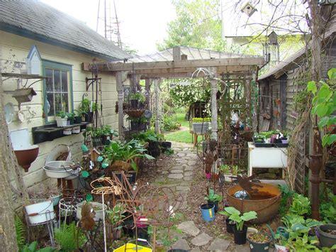 Garden Junk Palo Decor