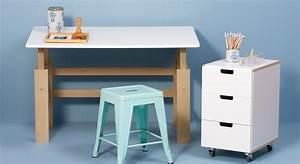 Schreibtisch Kinder Höhenverstellbar : h henverstellbarer kinder schreibtisch aus buche kids town ~ Lateststills.com Haus und Dekorationen