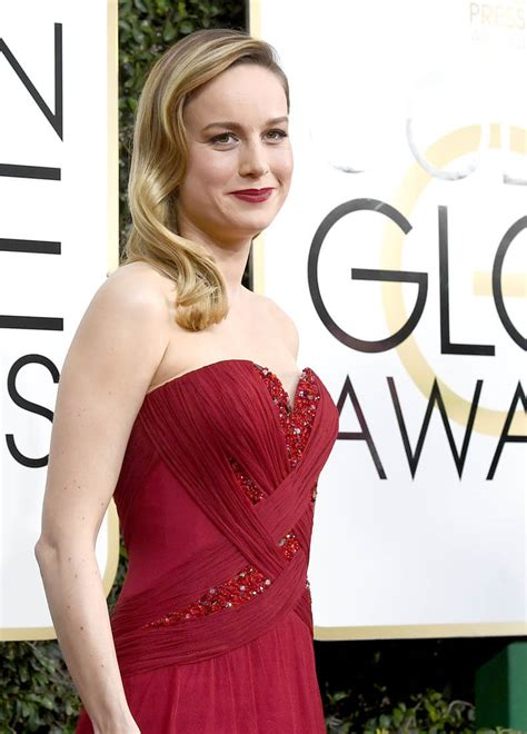 Brie Larson Hands Casey Affleck The Golden Globe For