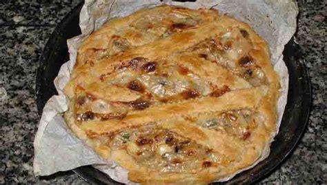 Tartë e kripur me kërpudha dhe salçiçe Hako - Pjata kryesore