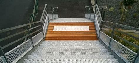 escalier en caillebotis metallique t 244 les perfor 233 es et marche d escalier en caillebotis m 233 tallique