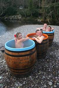 Cedar Hot Tub : wood fired whiskey barrel hot tubs wino wishlist pinterest hot tubs tubs and whiskey barrels ~ Sanjose-hotels-ca.com Haus und Dekorationen