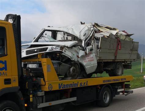 Quello successo domenica 9 maggio è stato un incidente triste quanto tragico. OK!Mugello: Incidente di Scarperia. La foto del furgone incidentato Le foto