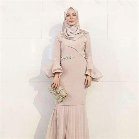 Wanita Terlihat Dewasa 25 Inspirasi Desain Gaun Pesta Muslim Terbaru 2018