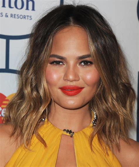 Christine Teigen Medium Wavy Casual Hairstyle   Dark Brunette