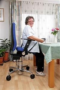 Stuhl Mit Aufstehhilfe : stuhl mit aufstehhilfe schafft mehr bewegungsfreiheit sechs sechzig ~ Indierocktalk.com Haus und Dekorationen