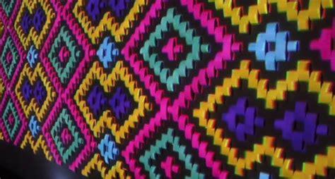 ver a tejidos con bordados artesanales de las dumas tipos de tejidos artesanales