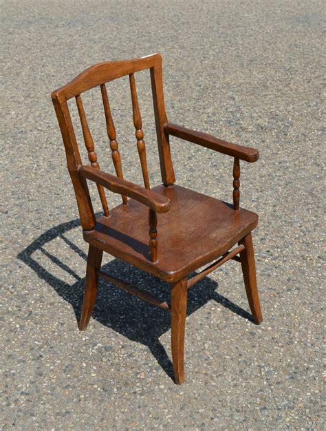 chaise avec accoudoir but chaise ancienne avec accoudoir 28 images figure votive