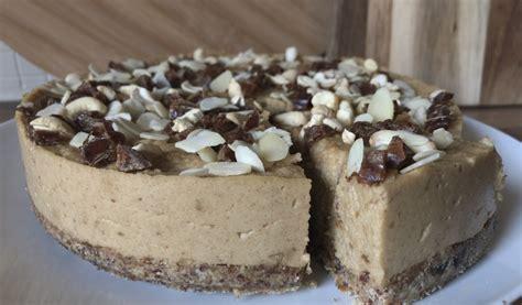 Receptes.lv - Dateļu un riekstu kūka