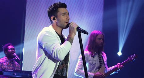 maroon 5 first song watch maroon 5 s first live performance of new song cold