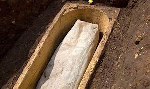 New mystery at Richard III burial site: Who is buried in ...