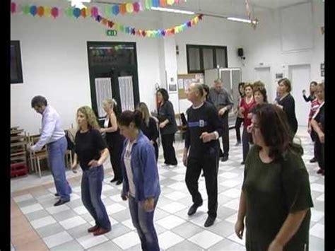 Musiques et chansons avec chorégraphie danser