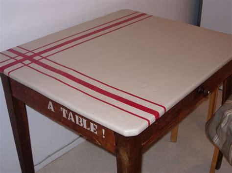 relooker une table de cuisine table de cuisine finie photo de relooking de meubles ou