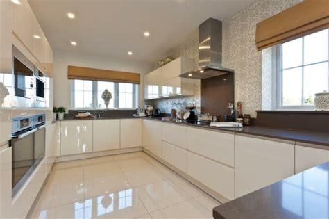 white shiny kitchen cabinets dise 241 o de cocinas modernas 100 ejemplos geniales 1460