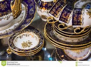 Service Vaisselle Porcelaine : vaisselle de luxe de porcelaine photo stock image 47004329 ~ Teatrodelosmanantiales.com Idées de Décoration