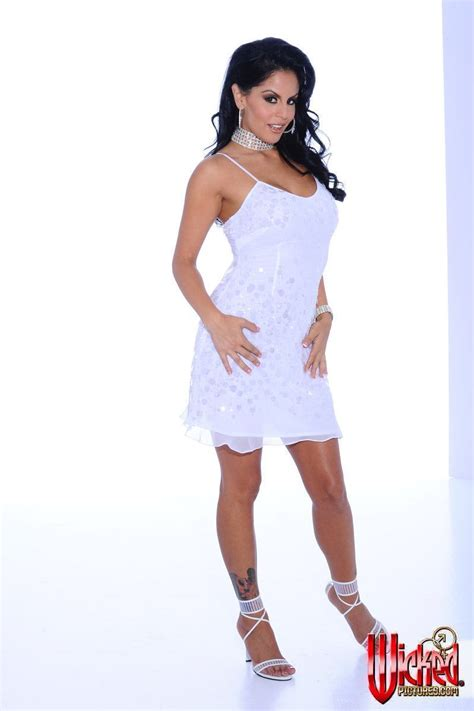 This Is The Luxurious Brunette Milf Mikayla That Is Posing