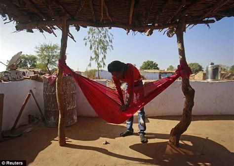 Birth In Hammock by Photos Show 14 Year Indian S Struggle To Raise