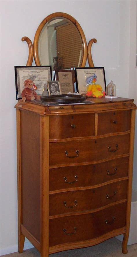 birdseye maple highboy dresser i my great aunts birdseye maple bedroom set highboy