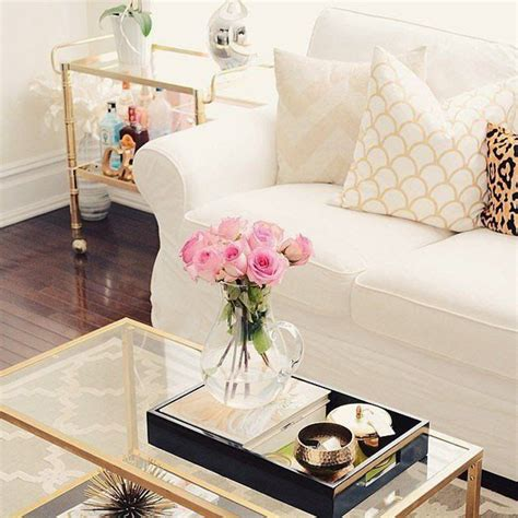 Models can be of all kinds of shapes and sizes. 25 Stylish And Modern Living Room With Coffee Table Decor | HomeMydesign