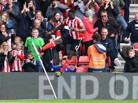 Result: Southampton cruise to home victory over hapless ...