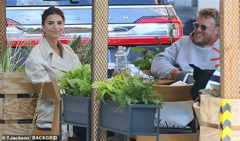 Emily Ratajkowski steps out in NYC with husband Sebastian ...