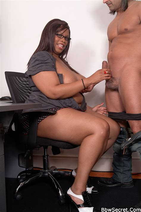 Black BBW secretary teases boss with her juicy curves and ruins his engagement - Pichunter