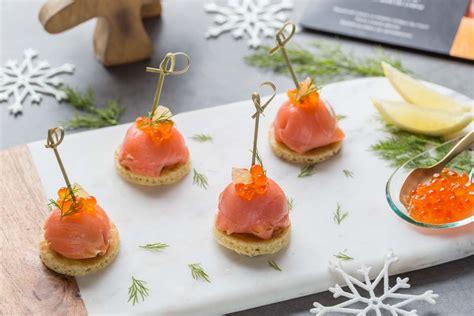 canapé au saumon fumé apéritif festif dômes de saumon fumé au fromage frais et