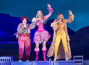 Mamma Mia Blog : review jennifer nettles and dove cameron lead an exuberant mamma mia at the hollywood bowl ~ Orissabook.com Haus und Dekorationen