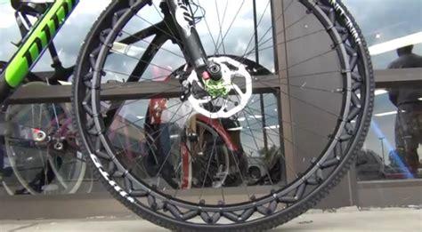 velo de chambre fini les crevaisons avec cette roue de vélo sans chambre à