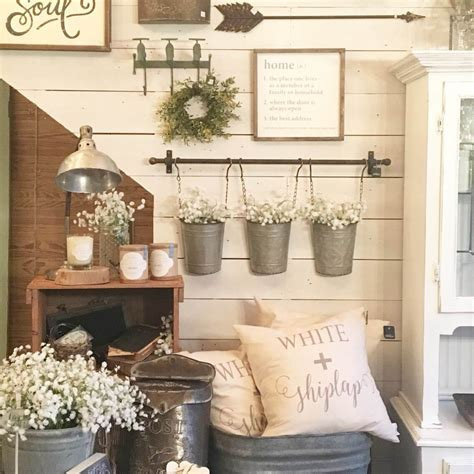 Grouping 3 elongated farmhosue mirrors is a great way to cover large spaces and add light and openness to your dining room area. 45+ Best Farmhouse Wall Decor Ideas and Designs for 2020