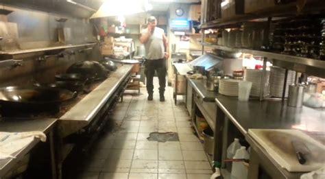 il baise sa mere dans la cuisine l 39 état dégoutant de la cuisine d 39 un restaurant chinois