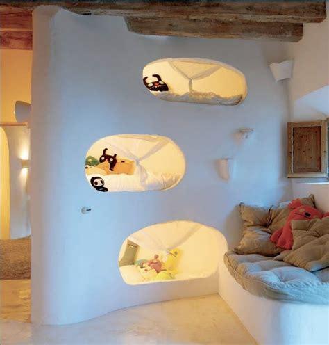 Minimalistische Einrichtung Des Kinderzimmersminimalistisches Kinderbett Fuer Kleine Kinder by Schlafh 246 Hle Kinderzimmer Bett Und Rustikale