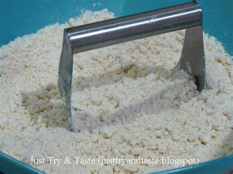 Resep cara membuat kue pastel isi daging dari puff pastry instan. Resep Pastel Pastry Bumbu Kari - Garing & Renyah! - JTT | Glutton's Recipes