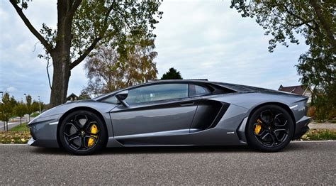 Lamborghini Gold Wallpaper