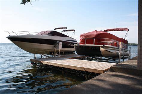 Boat Lift For Pontoon by Vertical Boat Lifts Pontoon Boat Lifts R J Machine