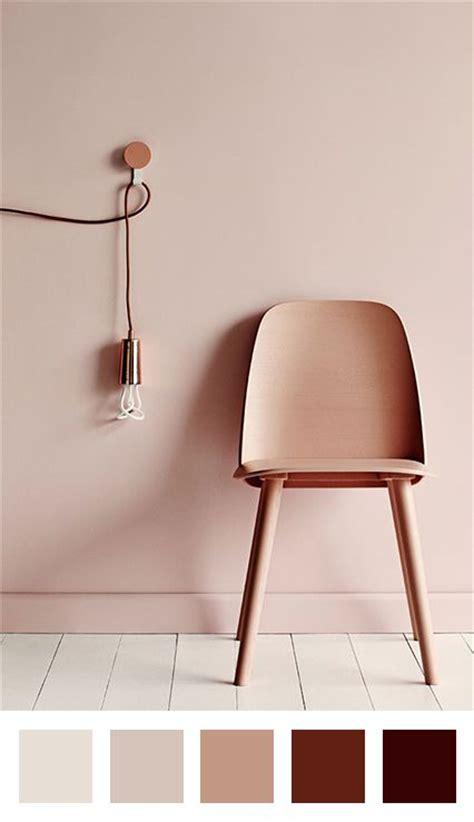 chaise blanc d ivoire poudre cuivre parquet blanc chaise et mur en ton sur ton applique murale cuivrée
