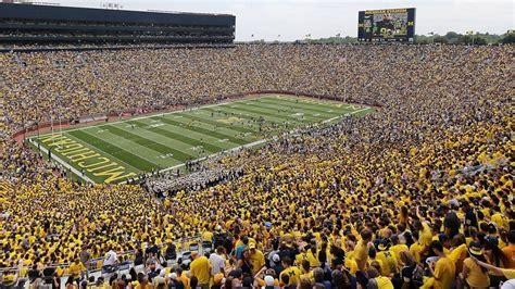 22+ College Football Stadiums  Pics