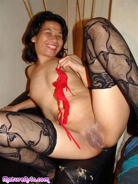 Didi Amateur Older sexy Horny mature asian Slut Sticks A Toy Into Her Ass And Got A Sweet