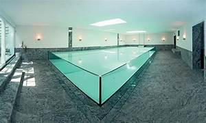 Infinity Pool Bauen : wasser glas und naturstein dominieren die schwimmhalle indoorpool in 2019 pinterest ~ Frokenaadalensverden.com Haus und Dekorationen