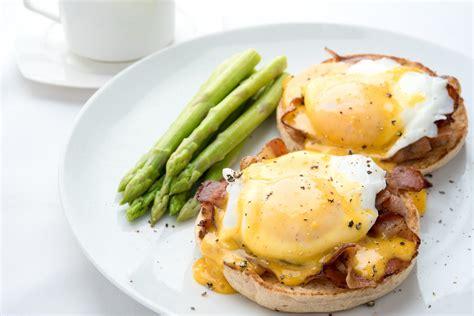 cuisine oeufs recette œufs bénédicte traditionnels cuisine madame figaro