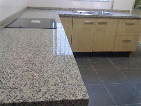 montaje encimera granito nacional mondariz marmoles